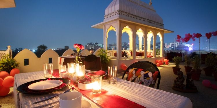 Private candle light dinner at the royal setting! Sounds fantastic! Isn't it?