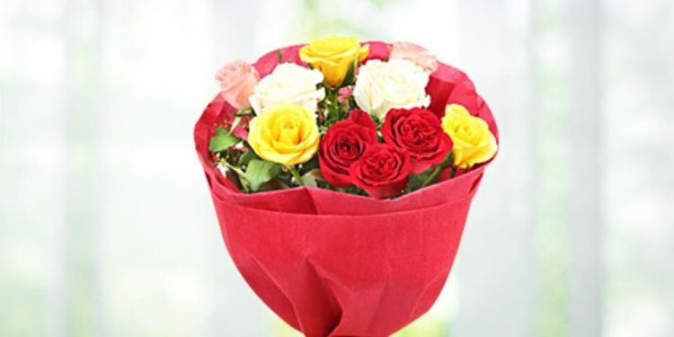 Beautiful Mixed Roses Bouquet & Heart Balloons