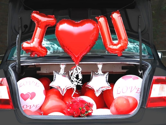 Convey the awe you feel for your partner, who has indeed taught you the true meaning of love with the help of this car boot decor.