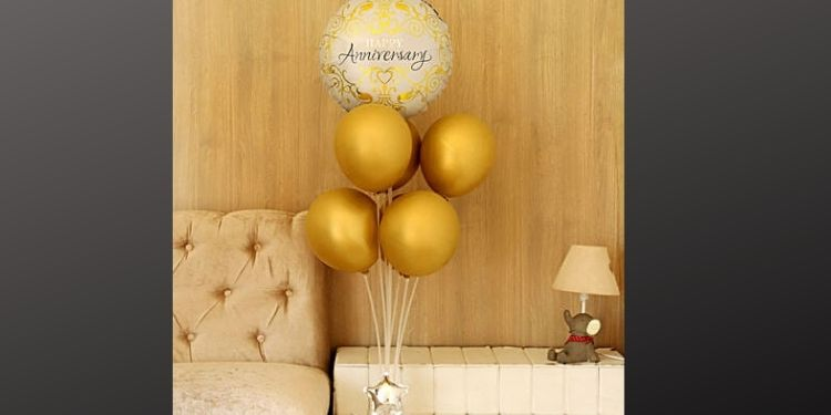 Start with a classy balloon bouquet.