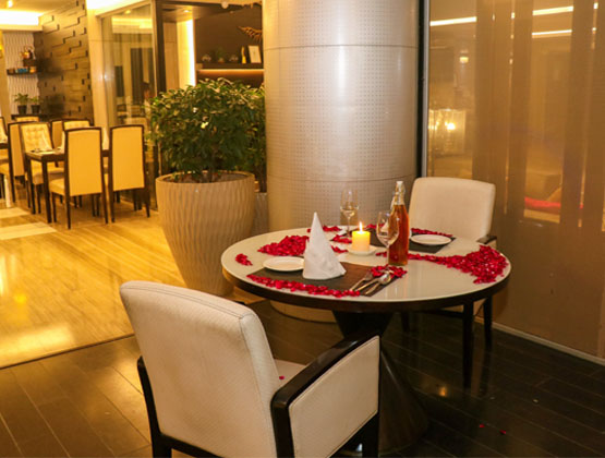 Looking for a luxurious candlelight dinner at a 5 star hotel in Delhi NCR?