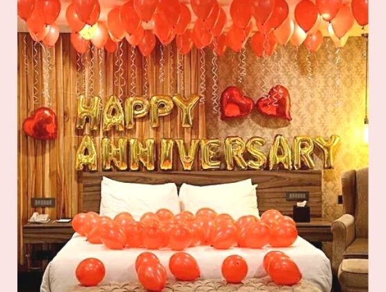 Create a quintessential love-filled ambiance with the perfect wedding anniversary décor to commemorate the conquests you've accomplished together in the past year.