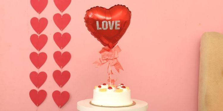 Pineapple Cake & Love Balloon Half Kg Eggless
