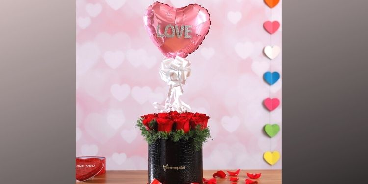 Lively Box of Love Roses