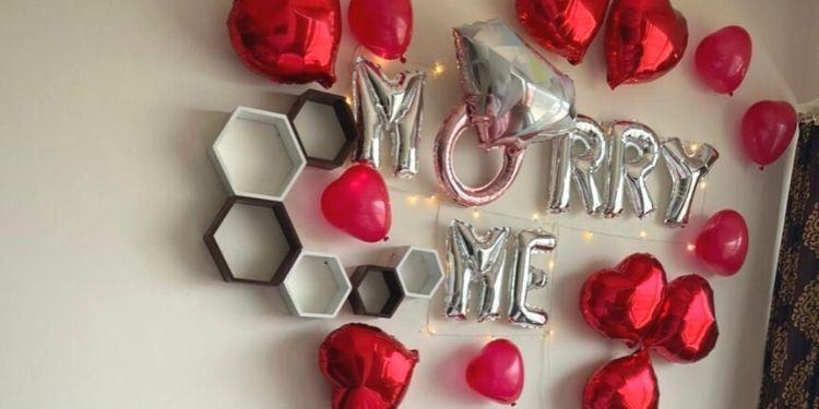 Marry Me Balloon Decor