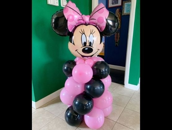 A blissful surprise can make your loved one's day. Our balloon bouquet delivery is now available at your doorstep.Send this bouquet to your special one's place so that they open the door with a charming surprise waiting outside.