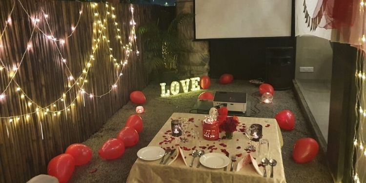 Perfect outdoor private movie date to celebrate birthdays, anniversaries or surprises !!