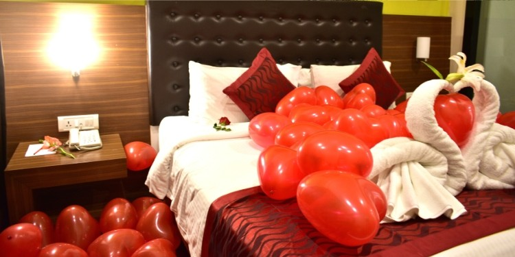 Though a dinner date is very important to keep the spark of romance alive when you top it up with a romantic stay