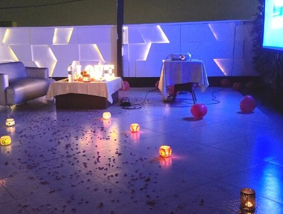Perfect rooftop private movie date to celebrate birthdays, anniversaries or surprises !!