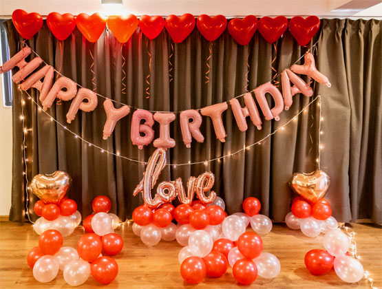 An extravagant birthday celebration is not just a dream anymore. We can help it be a reality with our birthday decoration service.