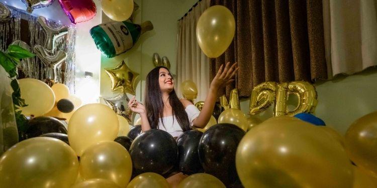 Silver Happy Birthday foil balloon decoration in Jaipur