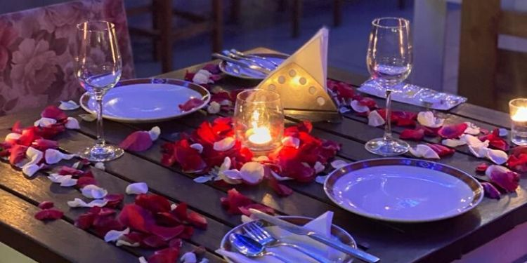Romantic candlelight dinner in a Lounge (Mumbai)