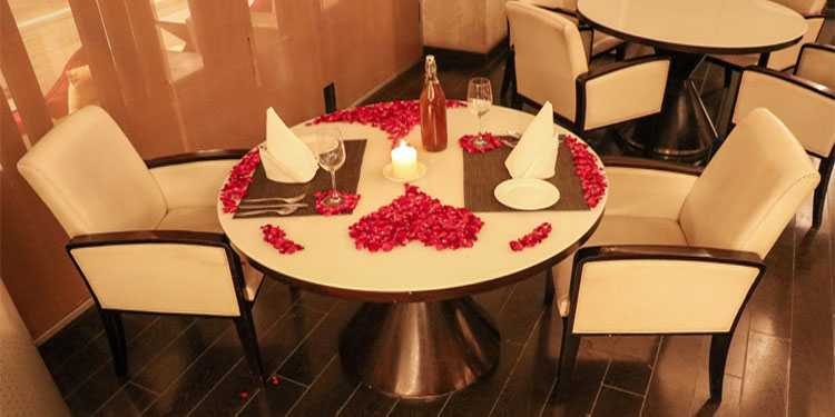 An idea for a perfect candle light dinner conglomerates sparking candles, fresh flowers