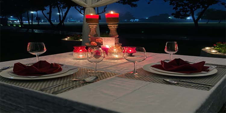 Experience romantic dinner like never before and feel the love in the air.