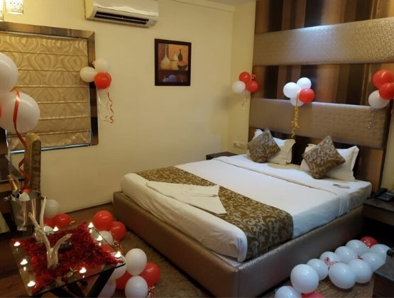 Romantic Stay With Dining