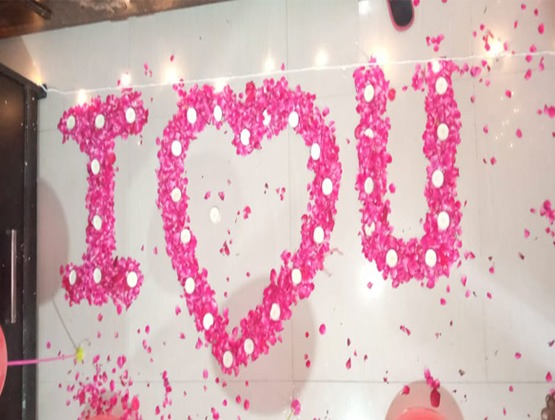Message with Flower petals