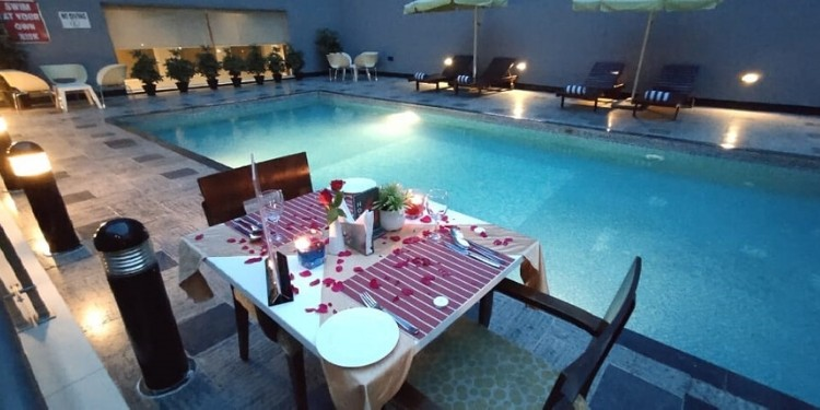 A candlelight dinner date by Poolside !!