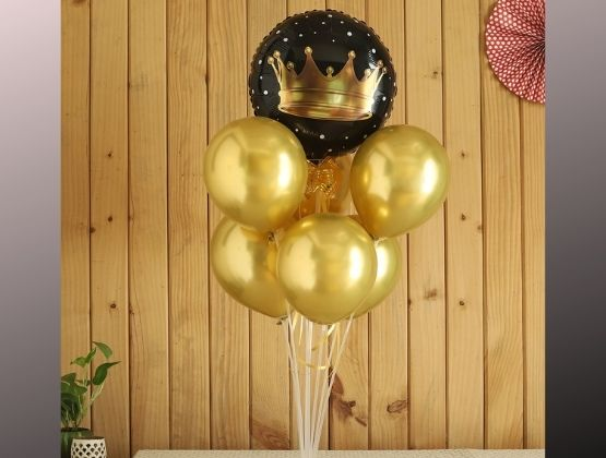 A thrilling surprise waits for you at your doorstep. Get amazed by the special golden crown balloon bouquet sent to you by your admirer with love.
